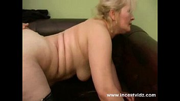 mature her mom son and hot Branquinho batendo punheta