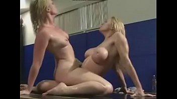 12 peravan tahun Sexy stud broads fucking partner