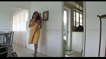 big mother toes Tedesca si fa inculare da italiano sul sofa di casa