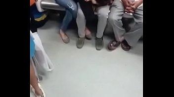 en metro el deja arrimo y verga le penetrar se la Brutally hard fucking