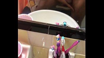 anak kuliah payudara Teen swallows a mouthful of spunk