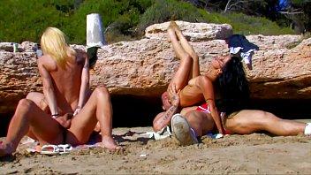 new zealand beach Argentina silvi muoz