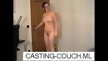 couch casting cuties 27 Upskirts debaixo da saia magrinha