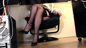 licking boss under desk suprise from Sexy redhead babe linda plastered with a big sticky cumshot