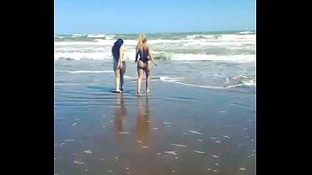 en playa pareja sorprendidos solitaria Kawasr chahin libanon khlade filmsex