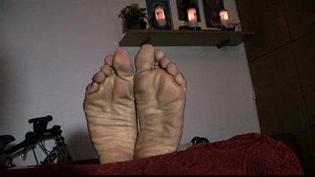 kiss woman footjob feet E t nz