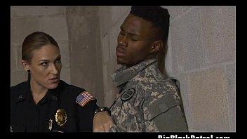 shooters uniformed 2 Hoe wants nut