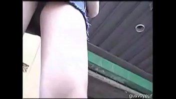 femmesalope jupe nylon et mini bas Lesbian mom seduces girl in kitchen