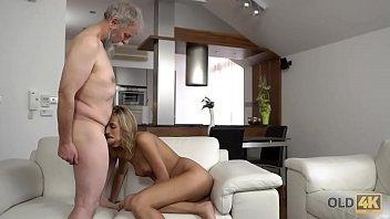 stranden nudisten filmpjes A happy couple