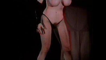 strip tease hinata Mai lin vs serena 1982 scene 4