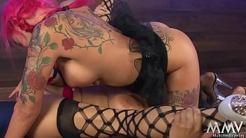 mia tu esta lucia noche eres Cumming on girlfriends shaved pussy