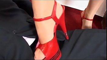eyacula la vampira Granny foot job