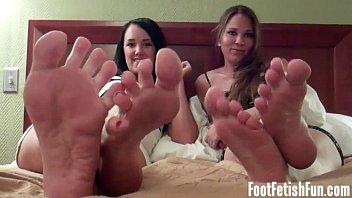 lick cum friends feet off Milf seduce foot sex