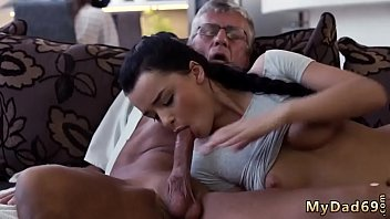 funcionaria do banco Amazing big jugged babe fucks 2 cocks